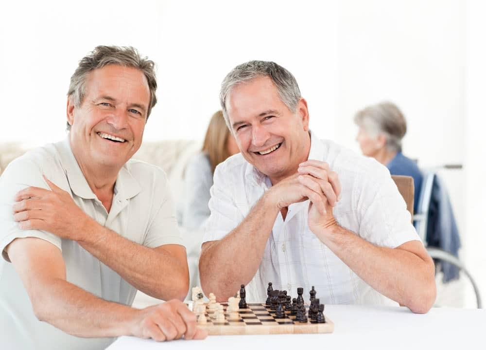 שני גברים מבוגרים